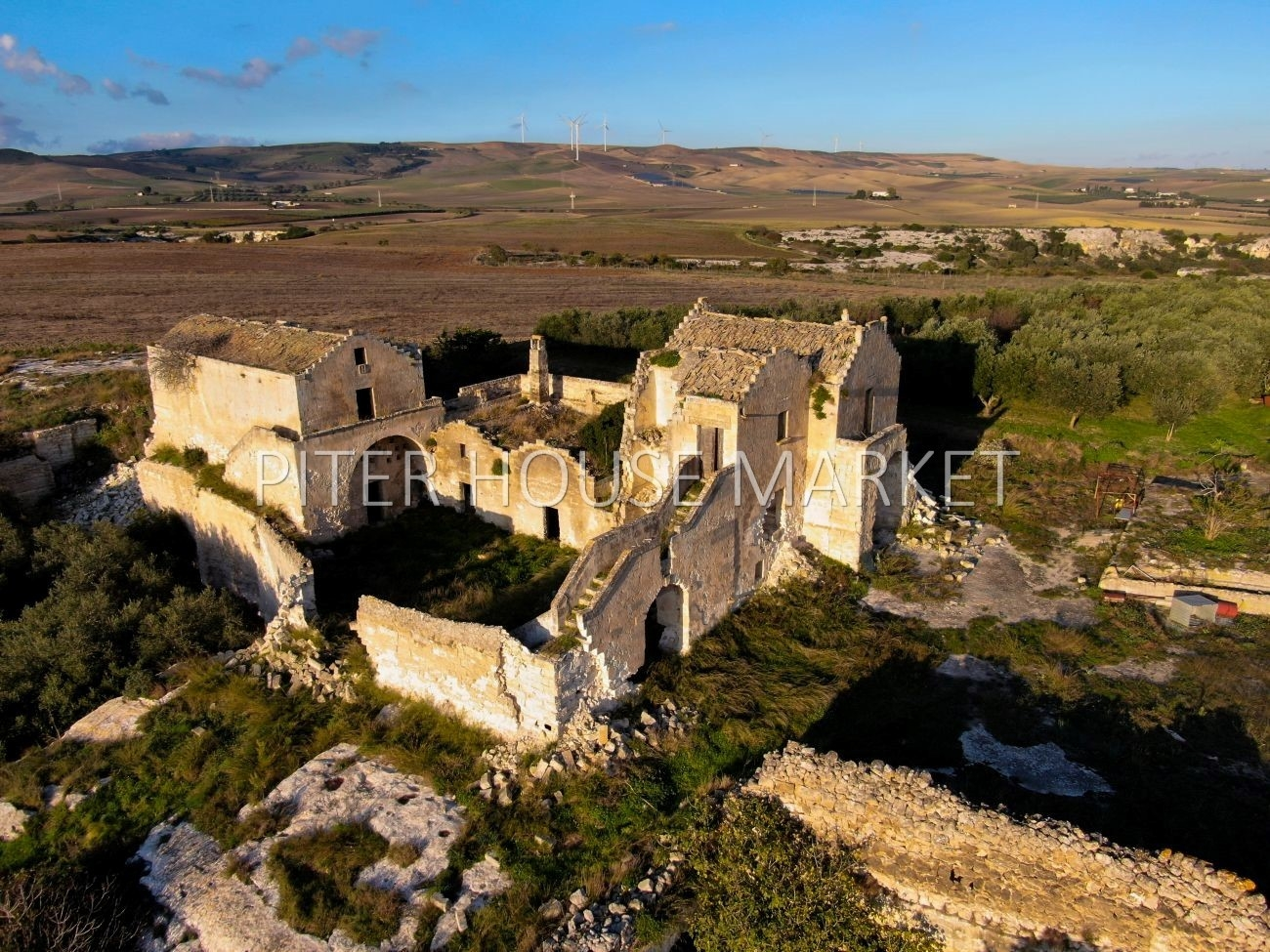 Farmhouse 1700's for sale in Matera